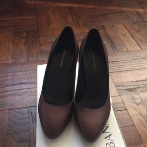 Barely worn Banana Republic Leather pumps